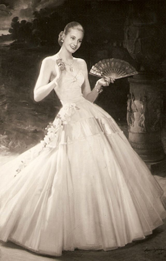 Eva Perón: The most powerful lady of all times in Argentina – Vintage photos of young Evita before becoming first lady.