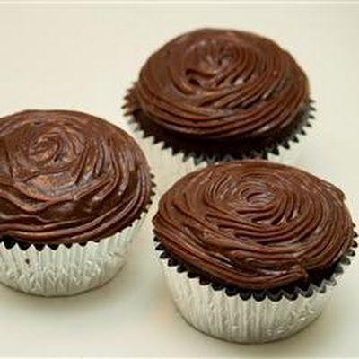 Ghirardelli® Dark Chocolate Cupcakes @keyingredient #chocolate