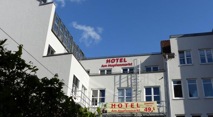 Hotel Garni Am Hopfenmarkt Rostock Centrally located in the Hanseatic city of Rostock, this hotel offers elegant accommodation next to the Kröpeliner Straße shopping street and the historic Marienkirche Church. Wi-Fi is free in public areas.