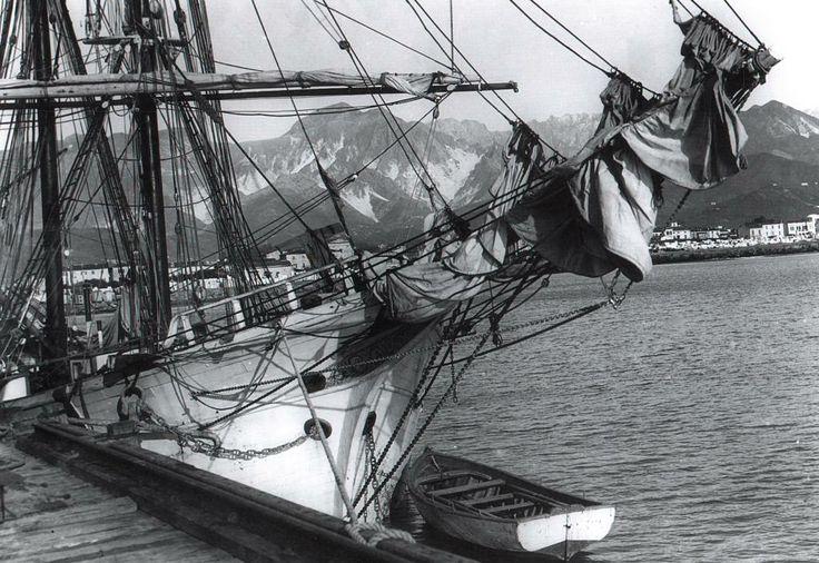 Nave ormeggiata in porto