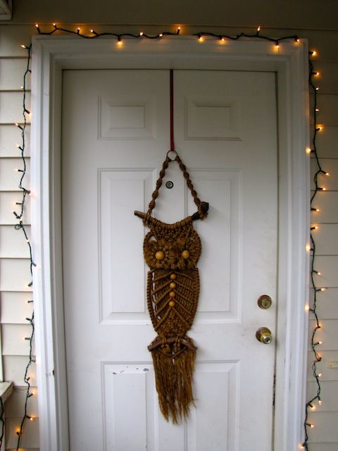Brown macrame owl wall hanging: this would be cute on the door for halloween and fall.