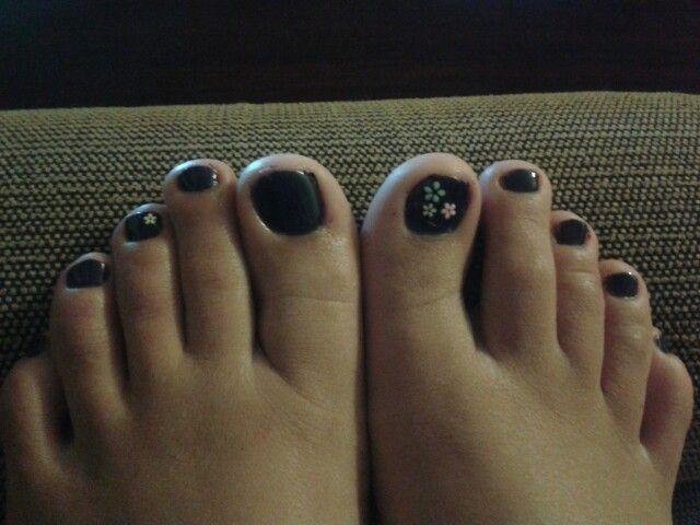 Dark purple toes