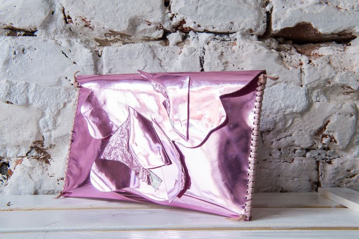 This bag will get you a glam look for sure.