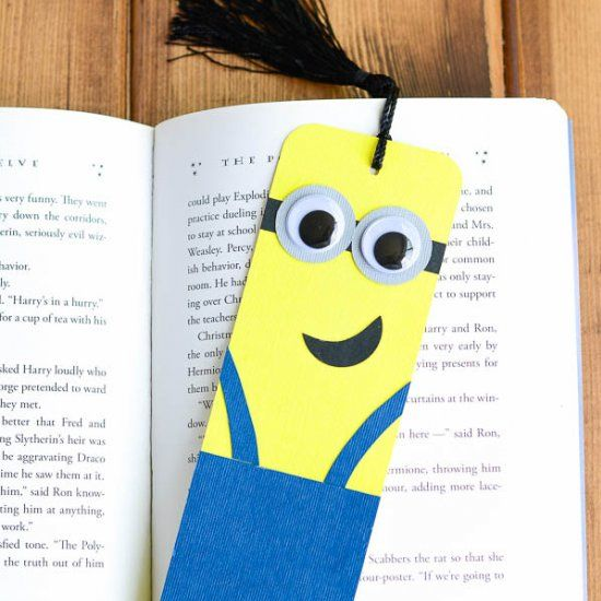 How to make minion bookmarks no cutting machine required for Bookmark craft for kids