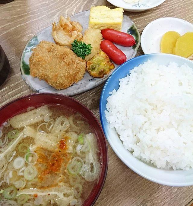またオッサンたちに混じって食べました  #ばんごはん#晩御飯#晩ごはん#ごはん#ご飯#夜#よるごはん#夜ごはん#夕食#食事#味噌汁#みそ汁#お味噌汁#肉#お肉#定食#ごちそうさまでした#food#foodstagram#foodporn#foodie#foodgasm#japan#japanesefood