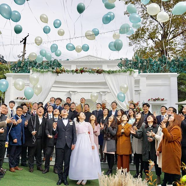 Inohjudan's 신부님💐 한걸음 한걸음 나아 가시는 길.. 행복한 일로 가득하시길 빕니다. . 그들이 그들의 옛옷을 지어입고 결혼식을 하듯, 우리는 우리의 옛옷을 입고 결혼을 한다는것에 대해.. . www.inohjudan.com 02.322.7336 . COPYRIGHT (C) 2012 - 2016 INOHJUDAN. ALL RIGHTS RESERVED. 디자인 및 디테일은 이노주단 고유의 자산 입니다. 카피 또는 변경 디자인 판매시 강력한 법적 조치와 손해배상 청구를 이행할 수 있습니다. . #한복웨딩 #우리웨딩 #스몰웨딩 #야외웨딩 #inohjudan_seoul #inohjudan_art #이노주단 #한복 #inohjudan #hanbok  #haute_couture #IOJD #RTW #최선을다하는_정성스런_작업으로_보답하겠습니다