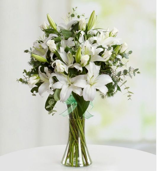 Zarif ve Güzel, Ürün Kodu: Çiçek615, Ürün Detayları: Beyaz Gül: 9 Adet Beyaz Lilyum: 16 Adet Ürün Boyutu: Yükseklik 40 cm / Starcicekcilik.net