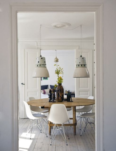 Raul Candales via Elle Decor Spain {white eclectic mid-century / industrial dining room} by recent settlers, via Flickr