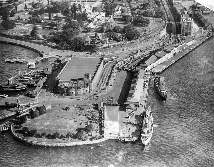 Aerial photo of Bennelong Point with the Fort Macqaurie Tram Depot in 1928.