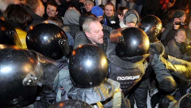Russian cops violently break up anti Putin protestPresidential Election, Anti Putin, Putin Protest, Protest Dispersion, Election Step, Cops Violent, Russian Cops, Icons Squares, Russian Things