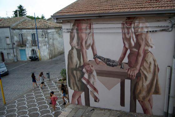 """Monteleone, Puglia: nuovo pezzo della street artist argentina Hyuro per il Willoke Festival. """"Questo muro si trova in Piazza Municipio della città di Monteleone in Puglia. La mattina del 23 a…"""