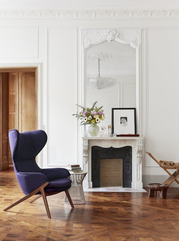 Appartement Haussmannien recouvert d'un parquet dalle de Versailles. Cheminée ancienne, moulures