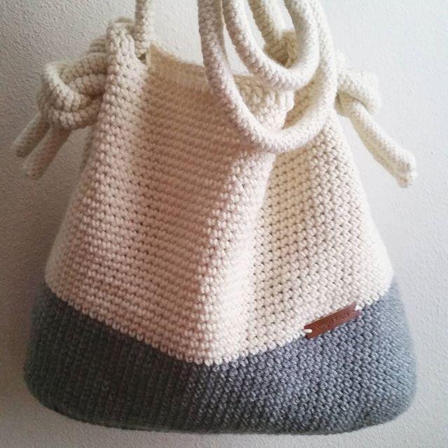 Color Block Crochet Bag is listed in my shop! #gingerknotshop Link is in my profile! ❤❤