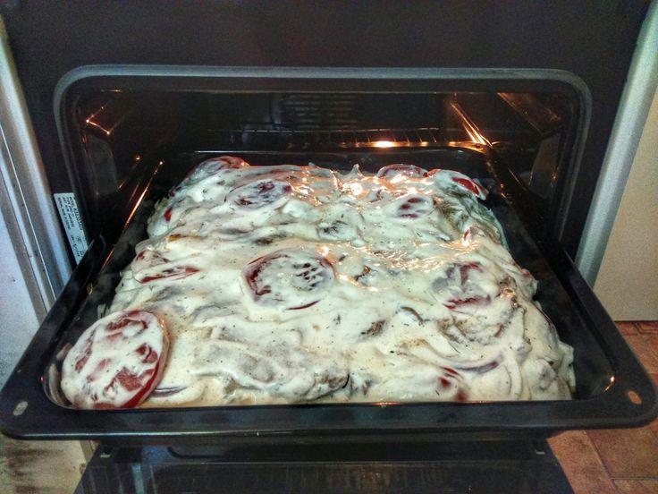 1. lépés Előre elkészítettem a húst, azaz bepácoltam sütés előtt legalább egy nappal. Mindenki ízlése szerint fűszerezze. (én Gyrososan...