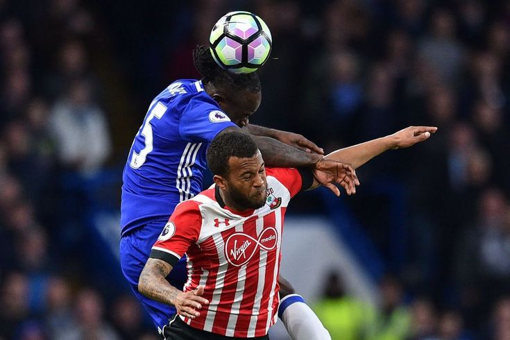 Victor Moses vies with Ryan Bertrand: Chelsea 4-2 Southampton, 25 Apr 17