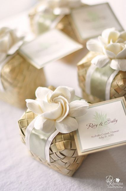 Please check out our great wedding favor ideas at www.CreativeWeddingStyle.com