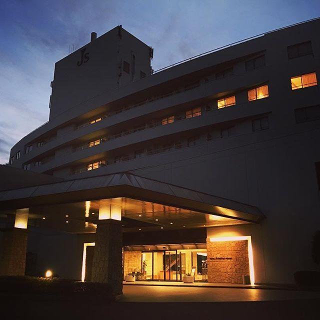 【hoteljsnichinanresort】さんのInstagramをピンしています。 《おはようございます😀 本日はかなり冷え込みました、、、🍃🤧 朝の北郷は氷点下。 こんな時は温泉、岩盤浴で体を温めましょう♨️😳 It is particularly cold this morning. I want to warm my body with hot springs and rock bath.  #宮崎 #miyazaki #日南 #nichinan #絶景#景色#晴れ#海#sea#日南海岸#露天風呂#温泉#hotel#ホテル#ゴルフ#golf #山の上 #view#氷点下#寒い#Cold#earlymorning#spa#hotspring #sauna#サウナ》