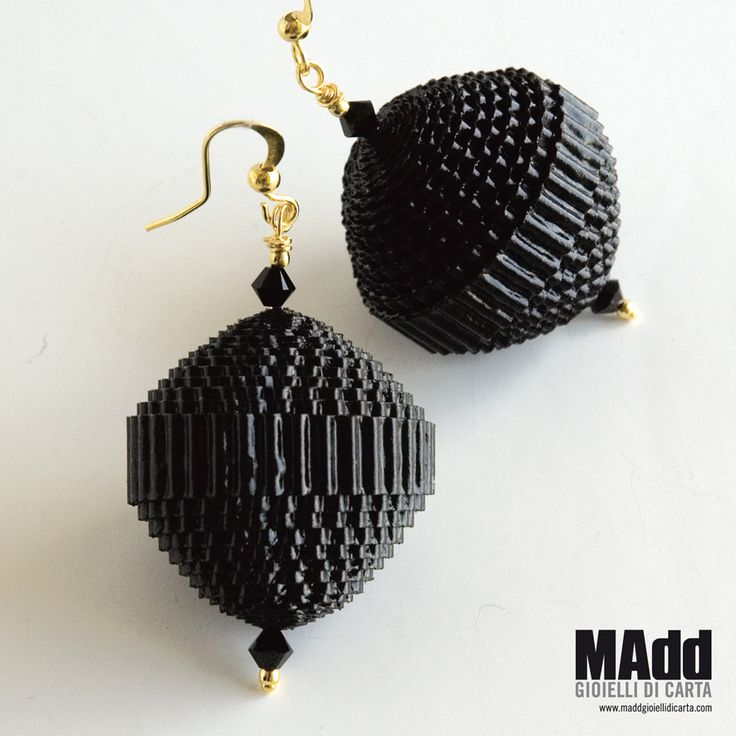MAdd Gioielli di carta / MAdd Paper jewels: ORECCHINI DI CARTA ONDULATA / CORRUGATED PAPER EARRINGS