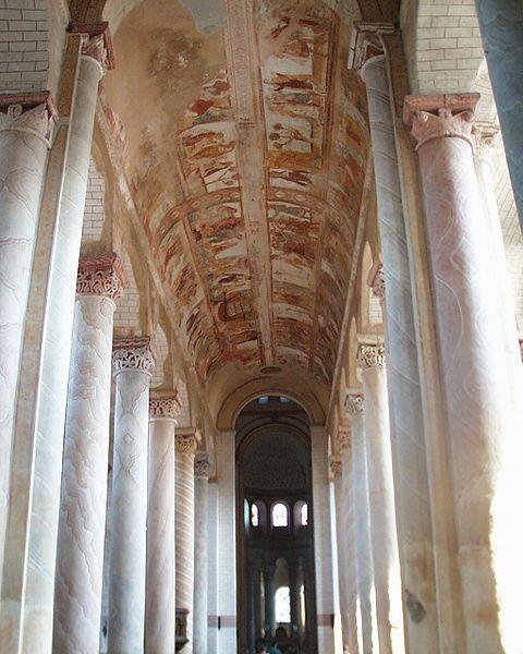 ROMANIZM. Sklepienie kolebkowe w nawie głównej kościoła Saint Savin sur Gartempe (XI w.)