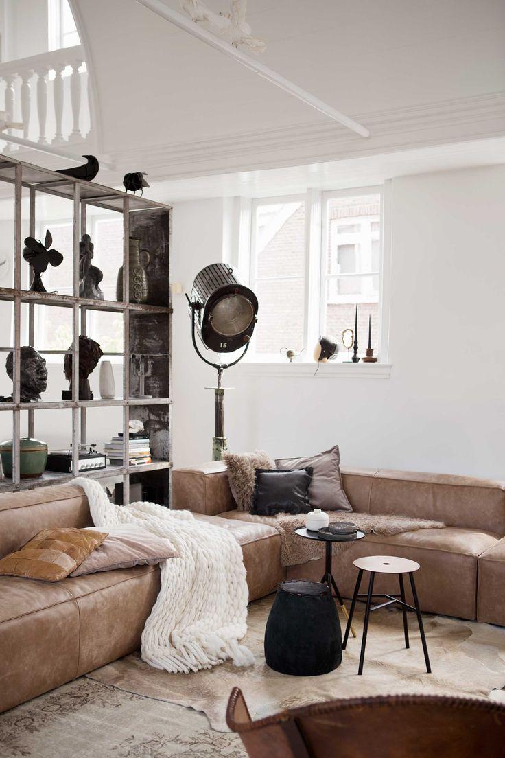 met leer woonkamer | with leather livingroom | 12-2016 | photography: Rolinda Windhorst | styling: Leonie Mooren, Liza Wassenaar