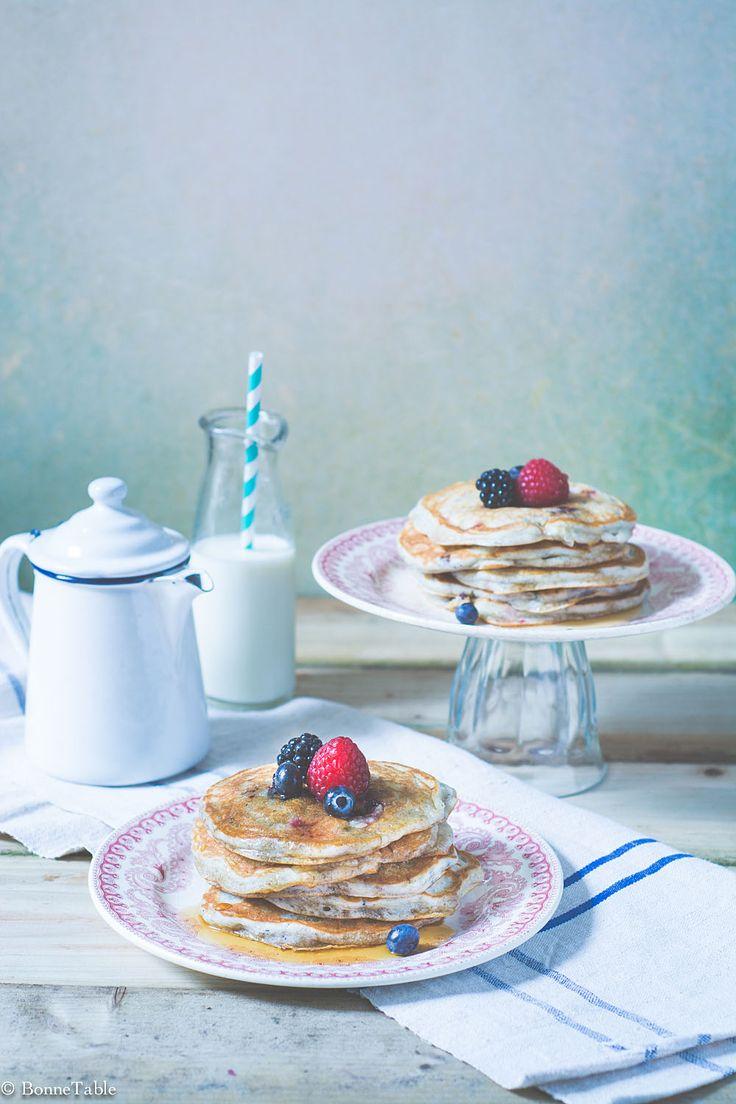 Pancakes au yaourt grec et fruits rouges - BonneTable