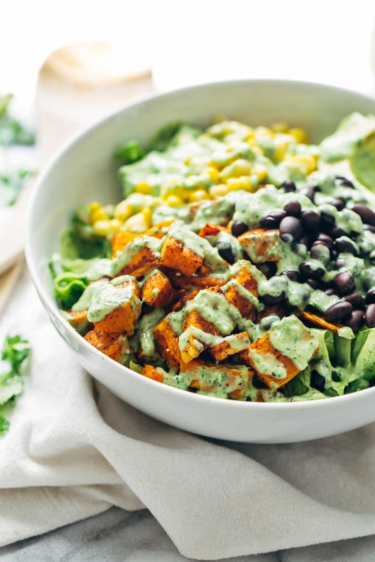Spicy Southwestern Salad with Avocado Dressing recipe - a huge bowl of flavor-packed, colorful, healthy real food for 315 calories. Vegetarian / easily adaptable to vegan. | pinchofyum.com