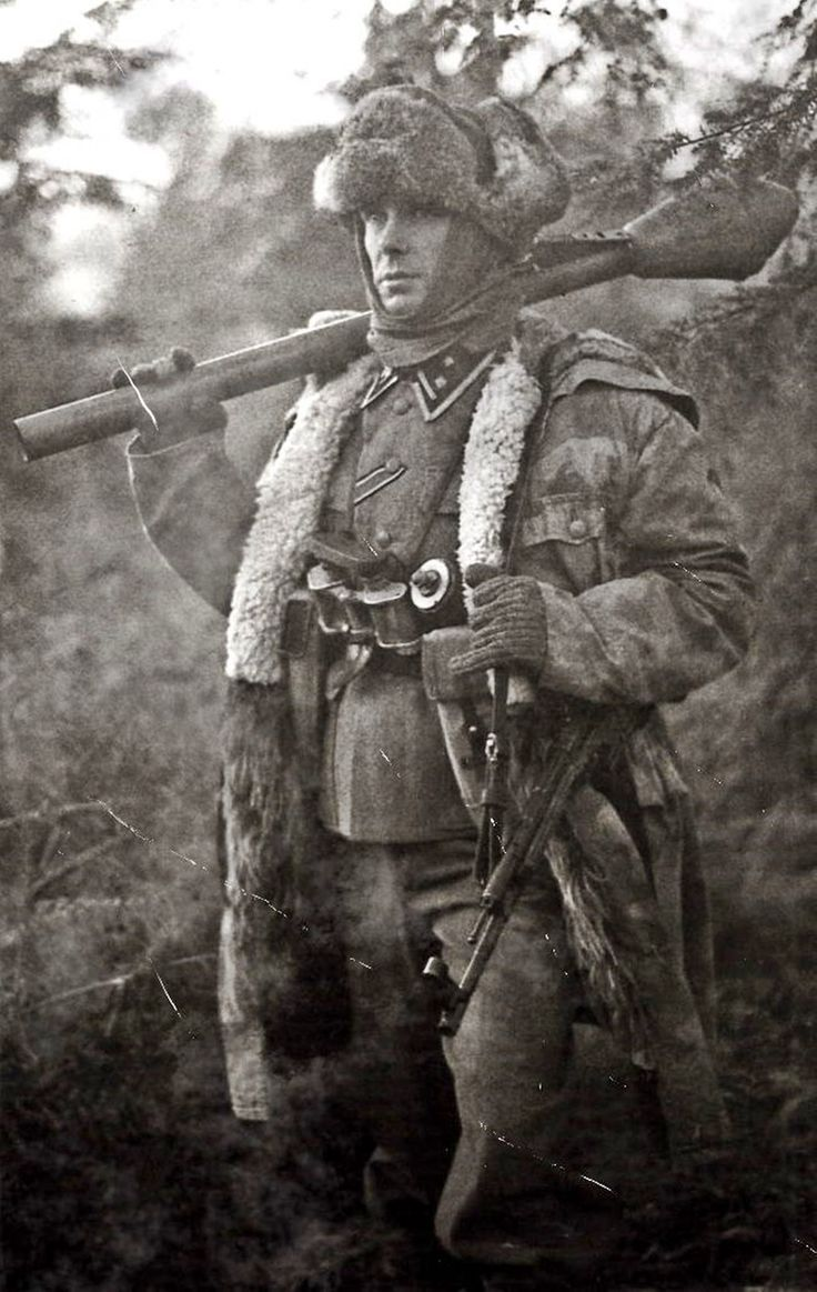 SS with Panzerfaust on eastern front