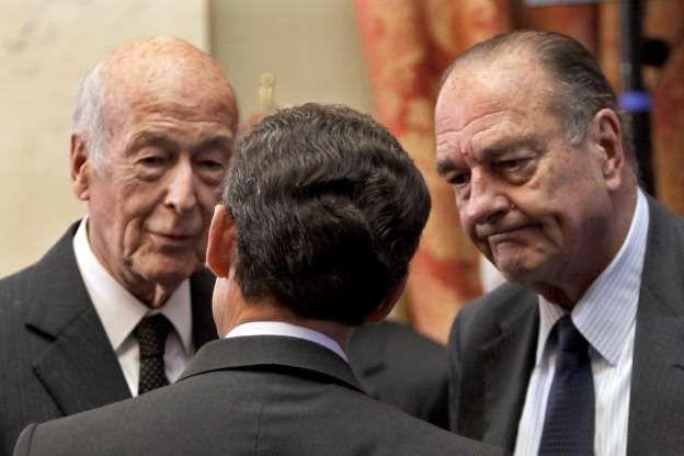 Après avoir quitté la fonction suprême, les anciens présidents de la République (ici, Valéry Giscard d'Estaing, Jacques Chirac et Nicolas Sarkozy) bénéficient d'avantages importants durant tout le reste de leur vie.