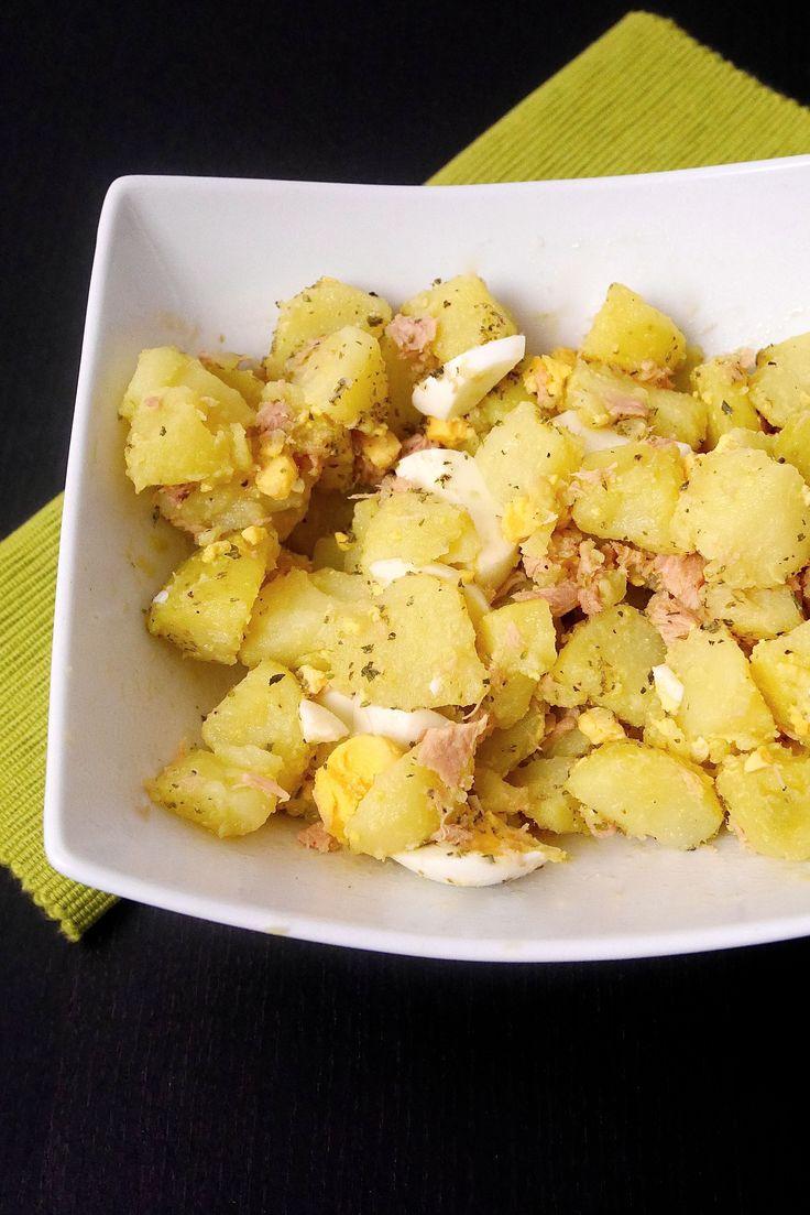 Insalata di patate con tonno e uovo sodo