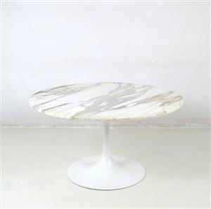 Vare: 3696705Tulip spisebord fra 1960'erne med marmorplade