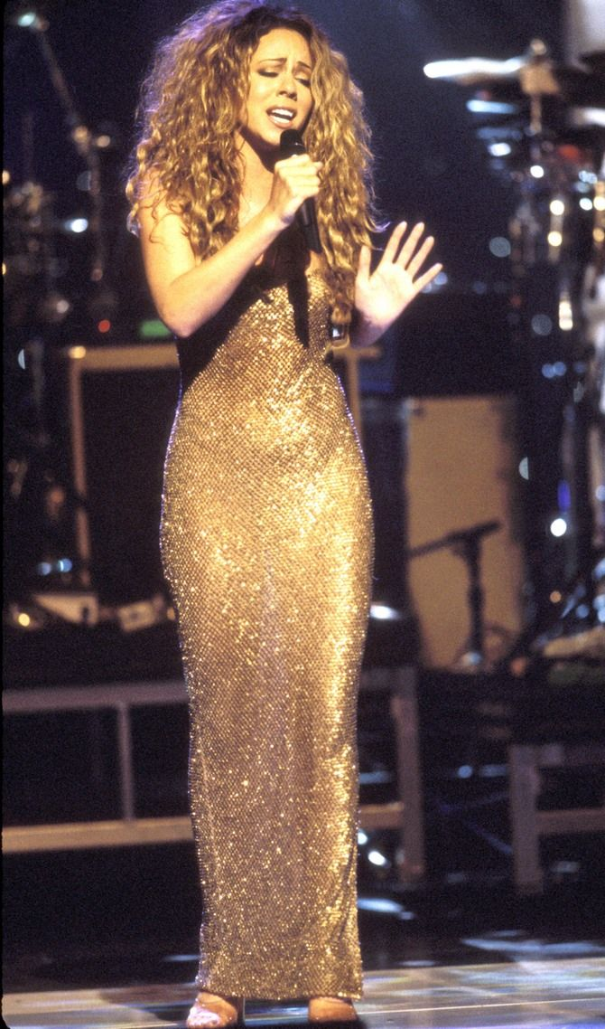 10 Outfits That Prove Mariah Carey Was The Queen Of '90s Fashion — PHOTOS | Bustle