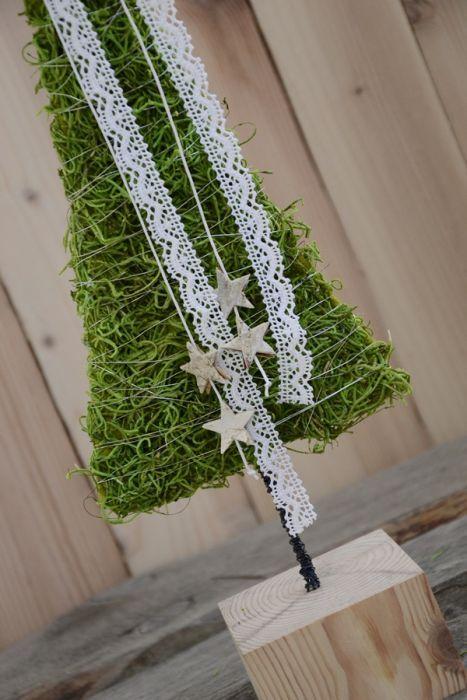 choinka z koronką – Ozdoby bożonarodzeniowe - wymiary: wysokość 52 cm szerokość 15 cm – Artillo
