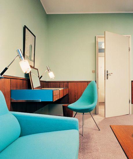 Arne Jacobsen, Room 606 interior at the SAS Royal Hotel, Copenhangen Denmark, designed in 1958. / Phaidon
