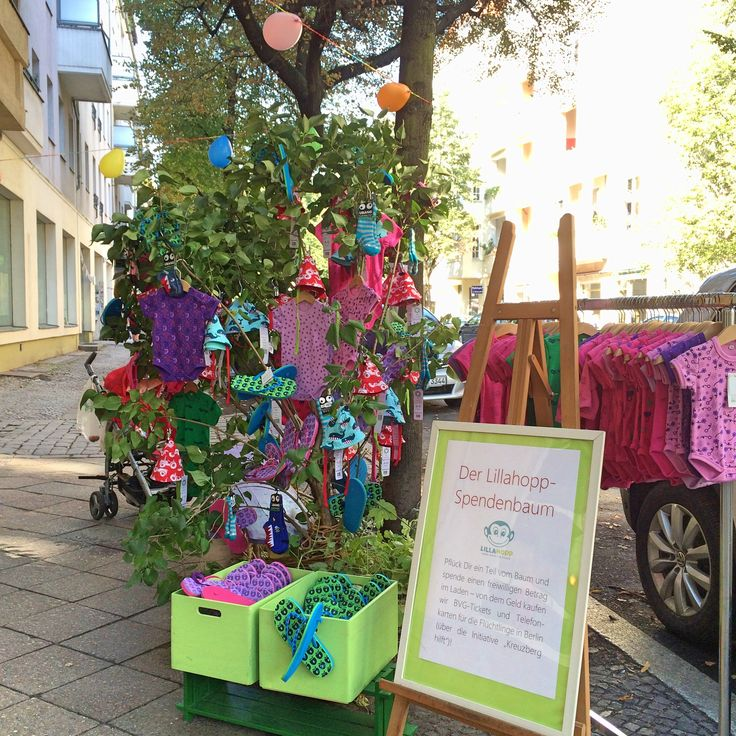 """The """"Spendenbaum"""" (donation tree) at Baumscheibenfest. People could pluck something from the tree and donate a voluntary amount for a refugee organisation in Berlin-Kreuzberg."""