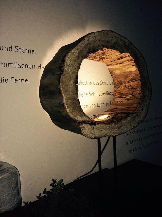 ...die Natur ist ein Künstler.  Aus diesem schönen hohlem Baumstamm entstand diese einmalige Lampe.  Ein absolutes Unikat. LED, Textilkabel und ein massiver Stahlfuß.  Das Licht der Lampe...