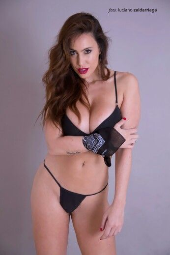 #Cin #amigaslindas #diosas #numeroUNO #Producción #foto #moda #lookbook #book #escote #modelo #actriz #lenceria #sexy #clevelage #wow #femefatale #morocha #argentina #infernal #meganfox #latina #ojos #mirada de #fuego #tattoo