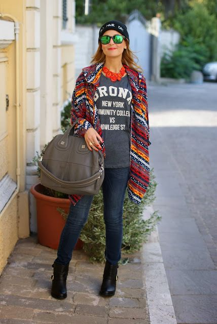 Add style to your favorite jeans and t-shirt with a bold, printed wrap and oversized handbag.