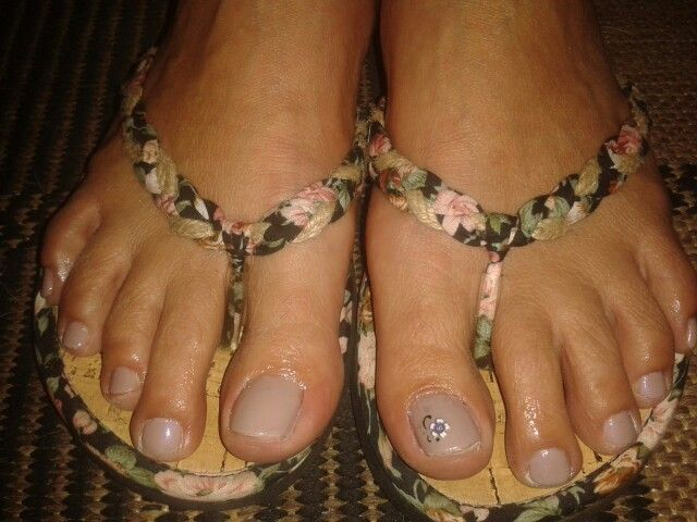 Mom's toes;)