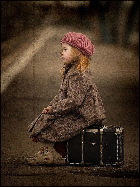 I love her !!!!!!!!Photos, The Roads, Little Girls, Children, Travel, Kids, Photography, Running Away, Vintage Suitcas