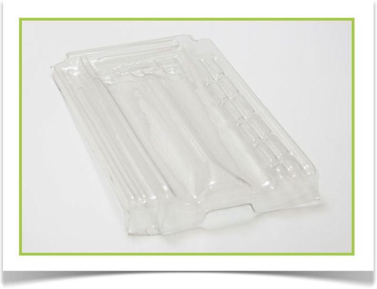 Telhas brancas confeccionadas a partir de plástico pós-consumo, se mantêm iguais à qualidade e resistência de produtos confeccionados a partir de matéria-prima virgem.