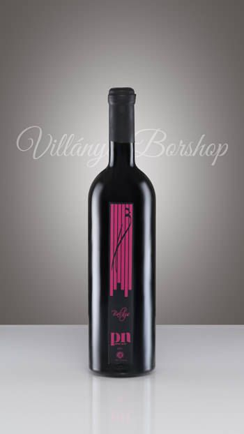 Pinot Noir 2012  Rubinvörös színnel, intenzív, a fajtára jellemző érett, gyümölcsös, fűszeres, gyógynövényes illattal bemutatkozó bor. Vibráló karakter és mértékadó elegancia jellemzi. Telt hosszú ízű vörösbor, tömör szerkezettel.