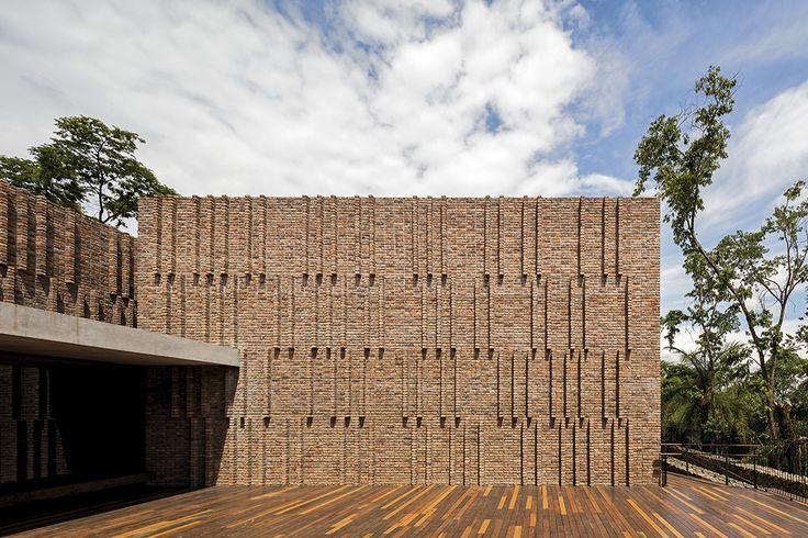 Claudia Andujar Art Gallery / Arquitetos Associados