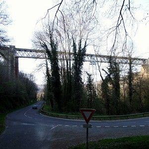 Viaduc de Neuvial est un pont en poutre en treillis, pont ferroviaire (pont-rail) et pont en fer qui a été achevé(e) en 1868. Le projet est situé à/en Mazérier et Begues, Allier (03), Auvergne, France, Europe.