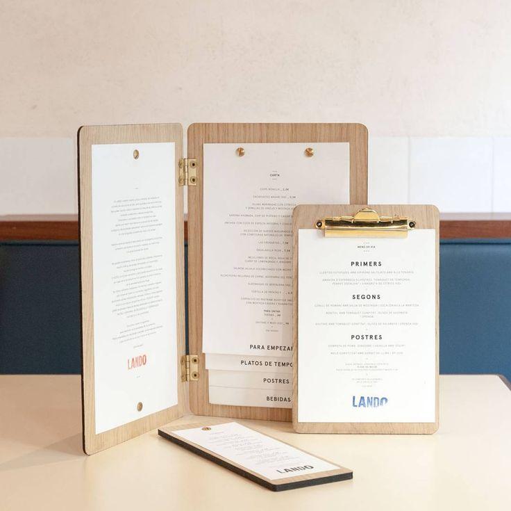 #Diseño de la nuevas #cartas para @landobcn con diferentes modelos en madera de roble grabada y herrajes dorados y replanteamiento gráfico de las mismas para reflejar las señas de identidad del #restaurante: calidez sencillez honestidad y calidad.  Trabajo de #ElGallinero  ____________________________________ #ElGallineroStudio #IncubadoraCreativa #IdeasAMedida #Design #Fotografía #Creativity #Creatividad #Branding #ArtDirection #DirecciónArte #DiseñoGrafico #GraphicDesign #DiseñoDeEspacios…
