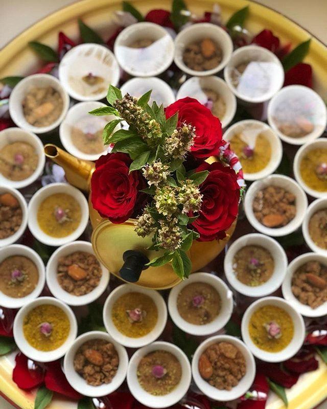 دكان بيتنا يوفر لكم اجود انواع البهارات الخليجية واحلى الحلويات الشعبية Dukan Betna Dukan Betna Table Decorations Arabic Food Decor