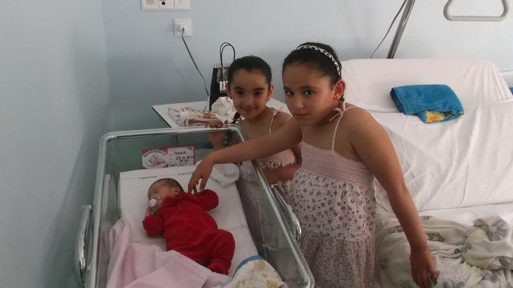 Le mie due amiche alla nascita della loro piccola sorellina Israa