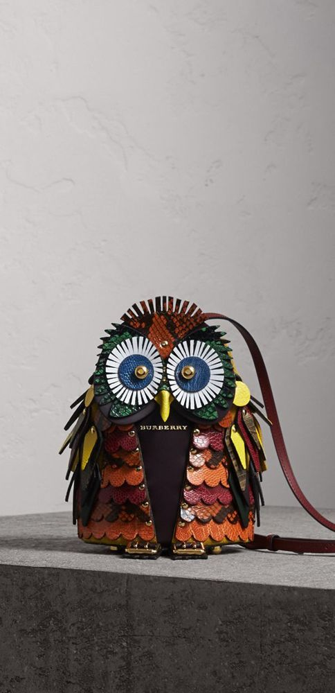 A crossbody bag from our Burberry Beasts collection. Fun and idiosyncratic, the Beasts are mythical creatures that have hatched in the Burberry design studio, inspired by heraldic animals and birds found in medieval English manuscripts.  Carry on the shoulder using the leather or resin and metal chain strap to suit your look.