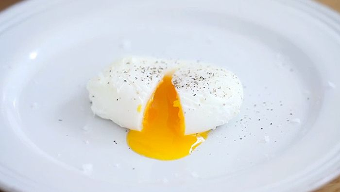 How to poach a perfect, runny-yolked egg into a neat, restaurant-style teardrop shape.