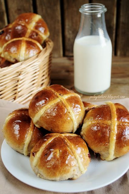 Tradycyjne angielskie bułeczki z krzyżykiem (Hot Cross Buns)