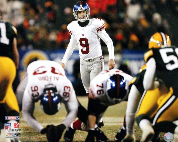 Lawrence Tynes Lining up for Kick vs Green Bay 16x20 Photo